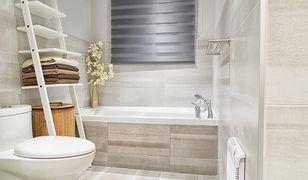 Płytki do łazienki są najczęściej dostępne w dwóch wariantach: matowym i z połyskiem