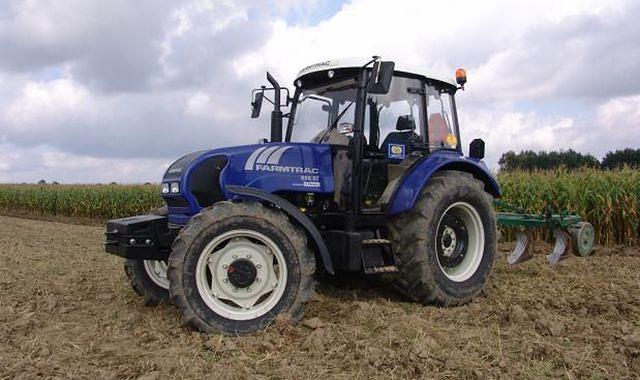 Kurczy się rynek ciągników rolniczych