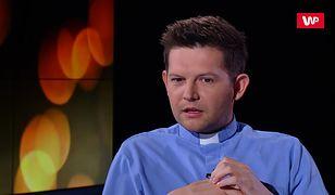 Daniel Wojda unika noszenia koloratki. Duchowny wyjaśnia, jak ludzie reagują na widok księdza