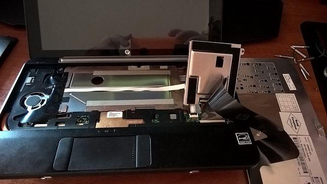 Odchylamy i już możemy odkręcać dysk SSD ...