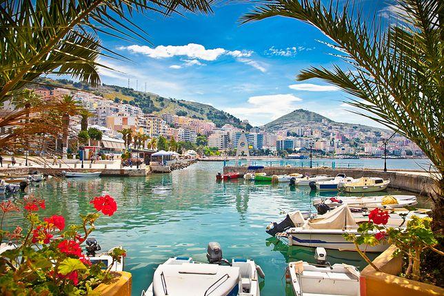 Albańskie nabrzeże wygląda jak z bajki