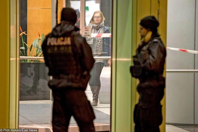 Policja przed siedzibą agencji Reuters w Gdyni