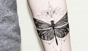 Tatuaż ważka może być wykonany w wielu różnych formach i kompozycjach.