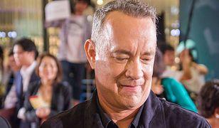 Tom Hanks przerywa wystąpienie i bawi się w swatkę