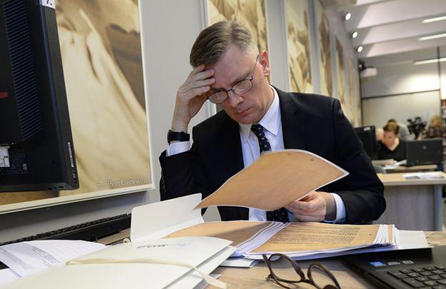 Historyk Sławomir Cenckiewicz w bibliotece Instytutu Pamięci Narodowej.