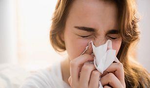 Jak prawidłowo wydmuchiwać nos. Nie każdy robi to kulturalnie i zdrowo