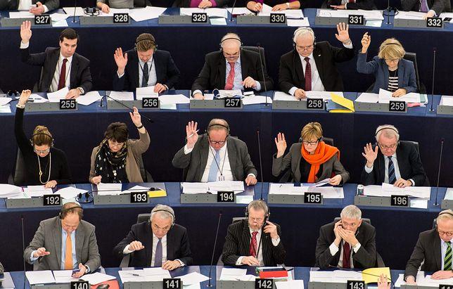 Cwani politycy na samych dojazdach do Brukseli i Strasburga mogli zarobić w czasie jednej kadencji 1,5 mln zł