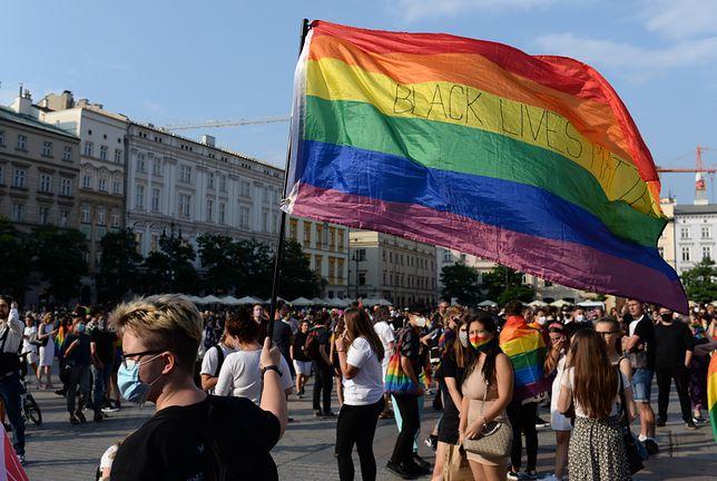 """Stop LGBT. Fundacja Życie i Rodzina w poniedziałek mają złożyć w Sejmie projekt zakazujący zgromadzeń, podczas których """"propagowane byłyby m.in. związki osób tej samej płci"""""""