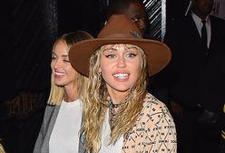 Miley Cyrus na urodzinach kochanki. Kaitlynn Carter skończyła 31 lat