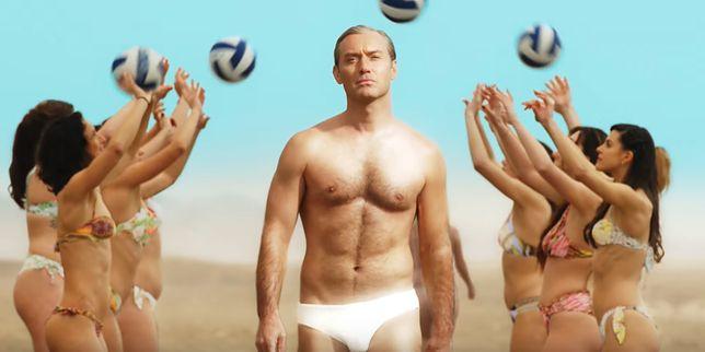 """Jude Law założył w """"Nowym papieżu"""" najmniejszy kostium w karierze. I nie chodzi o ten ze zwiastuna"""