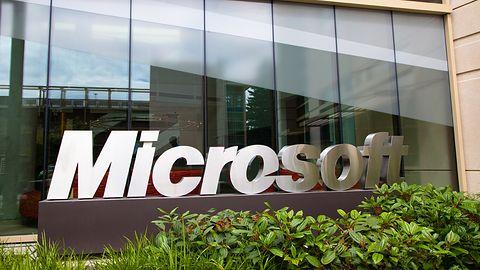 Spada sprzedaż Windowsa i Office, zyskują za to Windows Phone i Surface