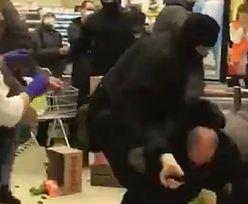 Zgroza w sklepie! Mieli kominiarki, okładali ludzi pałkami