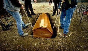 Nowy spór o opłaty cmentarne. Cmentarz w Bełchatowie zarządzany przez archidiecezję łódzką przyniósł 2,8 mln przychodu za 10 lat.