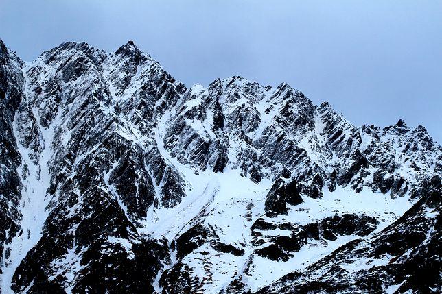 Czterech turystów zmarło w Alpach. Pięciu walczy o życie