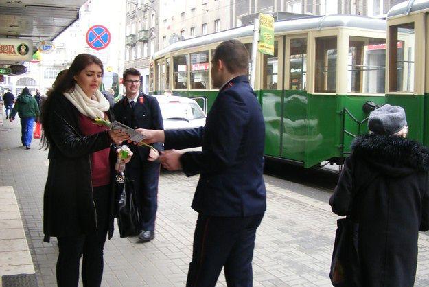 Po Poznaniu kursował tramwaj z tulipanami dla wszystkich pań