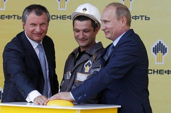 Igor Sieczin (z lewej) i Władimir Putin