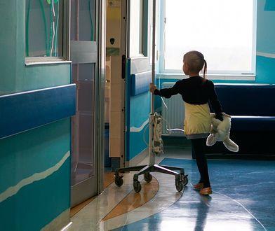 Brak leżanek w szpitalach to nie największy problem. Ci rodzice walczą o lepsze warunki dla chorych dzieci