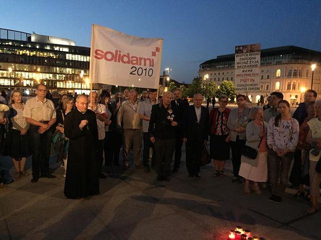 """97. miesięcznica smoleńska. Marsz Pamięci i słowa o """"egzekucji na prezydencie"""""""