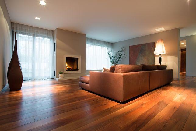 Twarde powierzchnie w domu - jak odkurzać