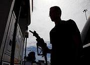 Analitycy: ceny paliw niższe niż rok temu