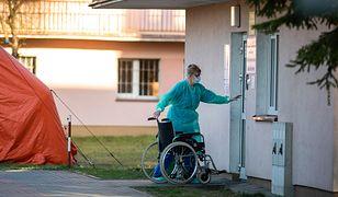 Koronawirus w Polsce. Niepełnosprawni siedzą w domach. Rehabilitacje odwołano