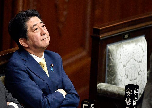 Kontrowersyjna decyzja premiera Shinzo Abe