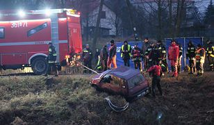 Obaj mężczyźni, w tym kierowca samochodu, byli pijani i mieli we krwi ponad 1,80 prom. alkoholu.
