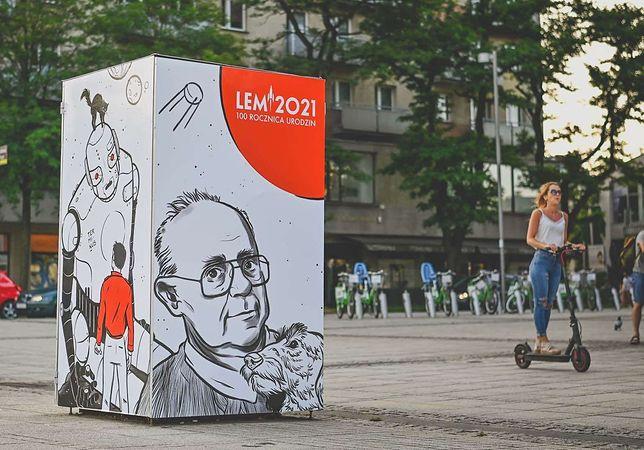 Śląskie. Z okazji 100. rocznicy urodzin Stanisława Lema na placu Biegańskiego w Częstochowie pojawiła się specjalna instalacja artystyczna.