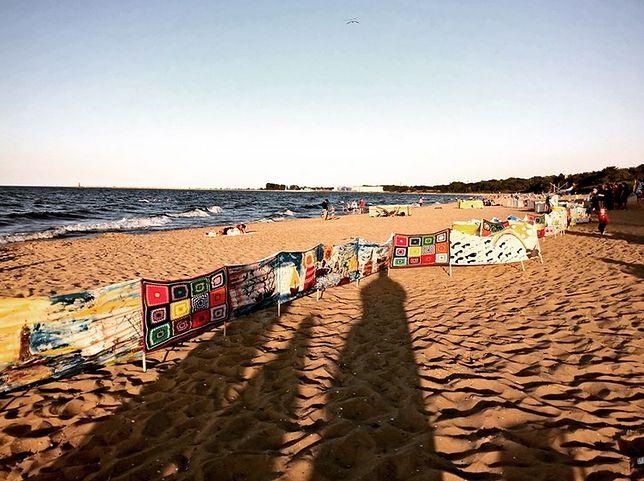 80-metrowy parawan na plaży. Nietypowa akcja w Gdańsku