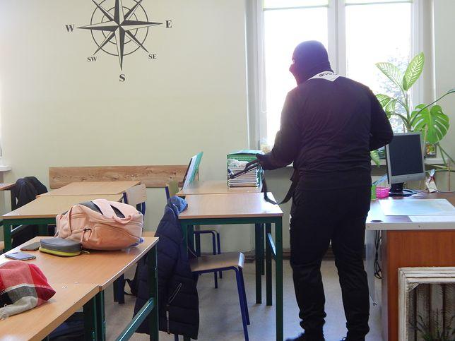 Próbny atak terrorystyczny w szkole. Policja wydała oświadczenie: Doszło do przeoczenia