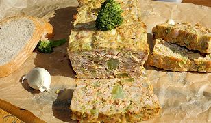 Pieczeń z mięsa mielonego. Idealna na obiad lub do kanapek