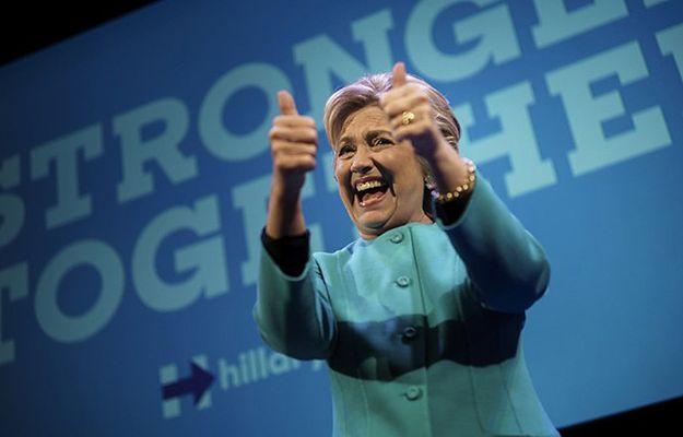 """Najnowsze sondaże wskazują na niewielką, """"kruchą"""" przewagę Clinton"""