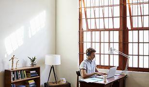 Jak praca zdalna odbije się na zdrowiu? Pamiętaj o tych zasadach, aby uniknąć kontuzji