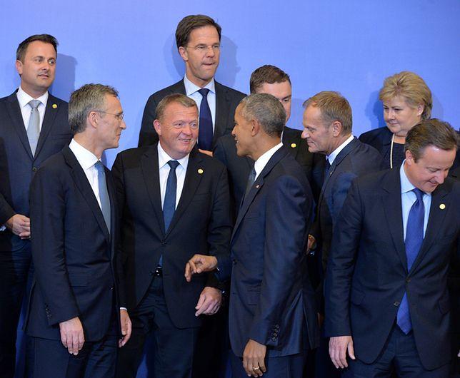 Prezydent USA Barack Obama, premier Wielkiej Brytanii David Cameron, przewodniczący Rady Europejskiej Donald Tusk, sekretarz generalny Sojuszu Północnoatlantyckiego Jens Stoltenberg, premier Holandii Mark Rutte przed oficjalną kolacją szefów rządów i głów państw w Pałacu Prezydenckim w Warszawie, w trakcie pierwszego dnia szczytu Sojuszu Północnoatlantyckiego.