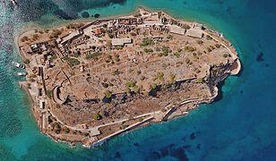 Spinalonga była kiedyś półwyspem, od Krety oddzieliło ją prawdopodobnie trzęsienie ziemi