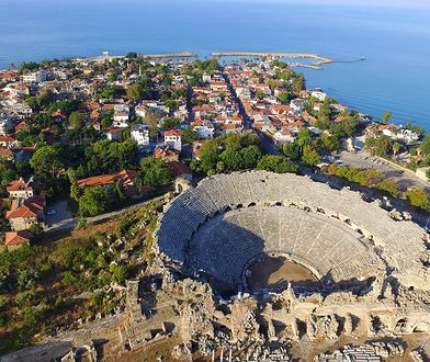 W nadbrzeżnym mieście Side na Riwierze Tureckiej obejrzymy imponujący amfiteatr rodem ze starożytnej Grecji