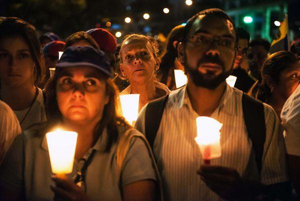 Protest przeciw prezydentowi Wenezueli w Caracas