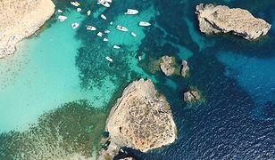 Lazurowa woda oblewająca wybrzeża Malty