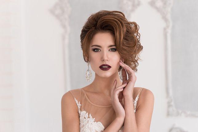 Fryzury ślubne sprawiają, że twarz delikatnie zmienia rysy