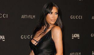 Kim Kardashian była bliska modowej wpadki. Uratowało ją kilka sztuczek