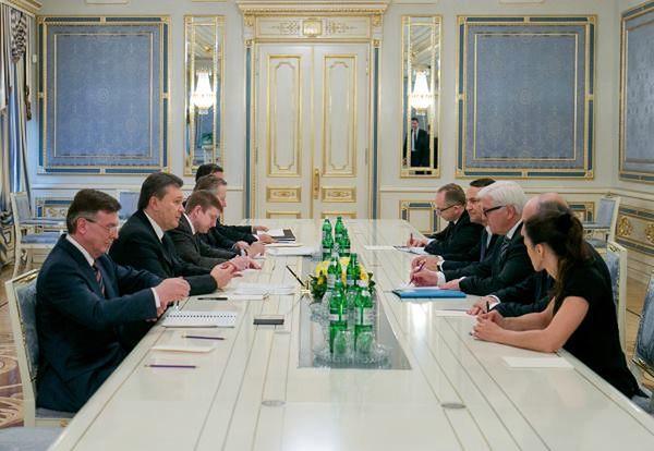Radosław Sikorski: porozumienie póki co zakończyło zabijanie na Ukrainie