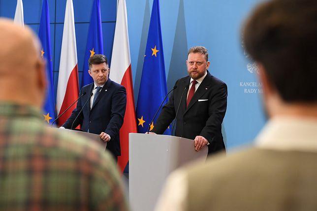 Minister Łukasz Szumowski (po prawej).
