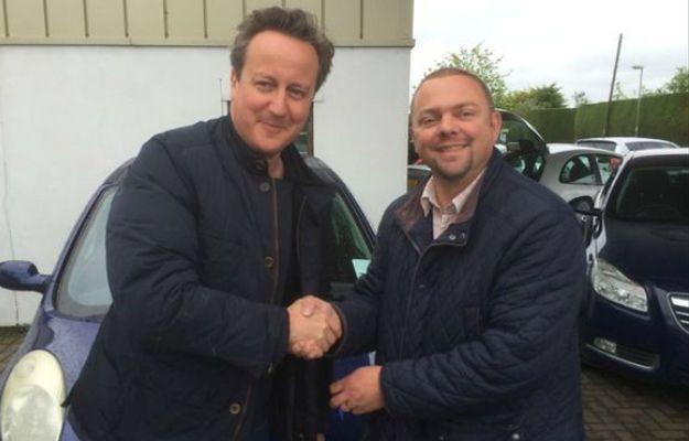 Sprzedawca w autokomisie miał pokazać samochód. Okazało się, że klientem był sam premier Wielkiej Brytanii