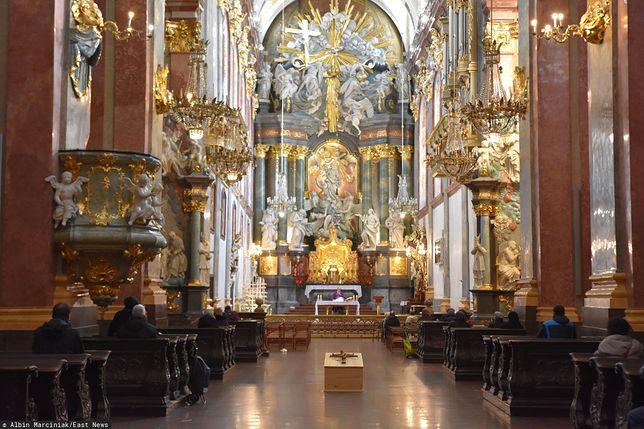 Koronawirus we Włoszech. Ksiądz odprawił mszę mimo zakazu. Może usłyszeć zarzuty.