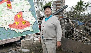 Polska aleja tornad. Tadeusz Bartoszcze przy zniszczonym gospodarstwie po przejściu trąby powietrznej w Stasinie.