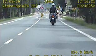 Rajd motocyklisty został nagrany przez policyjny wideorejestrator