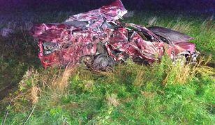 Wypadek pod Bydgoszczą. Kierowca samochodu osobowego zginął na miejscu