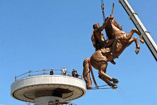 Złoszczą sąsiadów pomnikiem za 9 mln euro - zdjęcia
