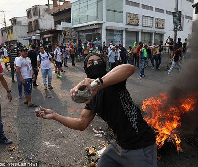 Gorąco w Wenezueli. Dotarła pomoc humanitarna, zamieszki na granicy z Kolumbią