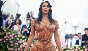 Kim Kardashian została skrytykowana za nienaturalne wcięcie w talii